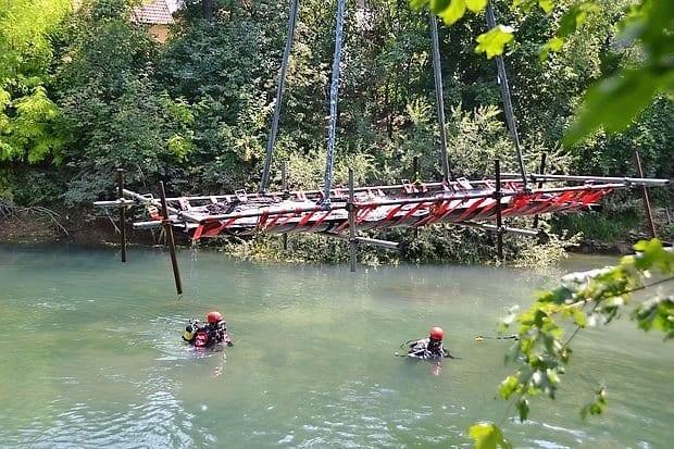 arheološko odkritje pri Vrhniki,  Iz Ljubljanice potegnili najveèji deblak, ki je star 2000 let ------ Ilona gnweb