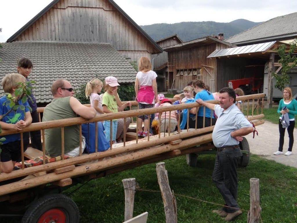 Otroci-kmetija-1
