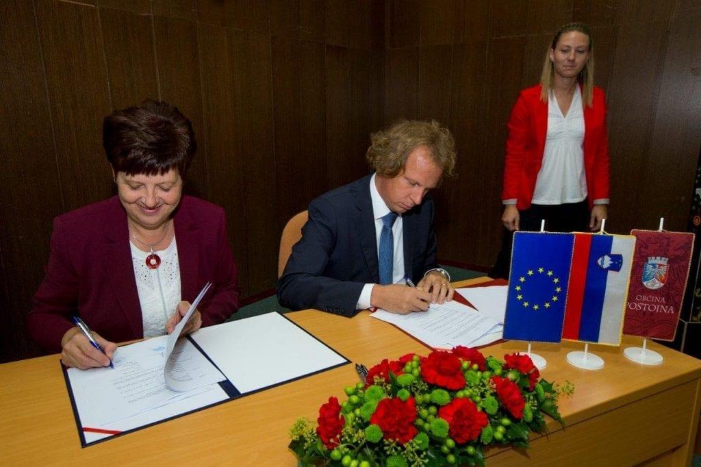 podpis-pogodbe