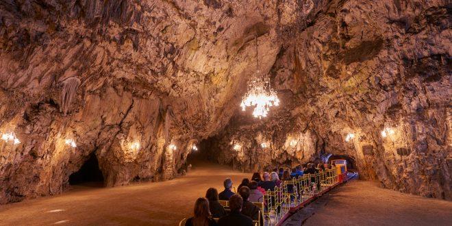Postojnska jama obeležuje 200 let turizma