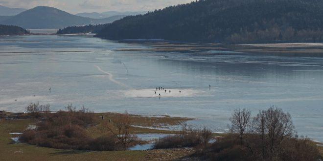 Ledena skorja Cerkniškega jezera je nezanesljiva