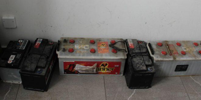 Logaški policisti zasegli ukradene akumulatorje