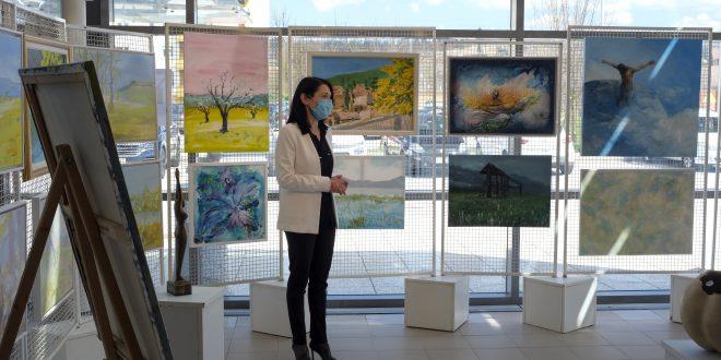 Pomladna simfonija v logaški Stekleni galeriji