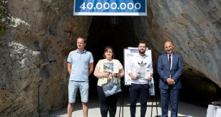 Postojnska jama sprejela 40-milijonto obiskovalko